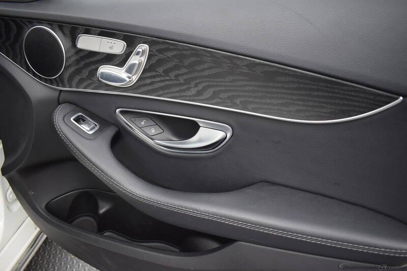 2016 Mercedes-Benz C-Class (image 26)