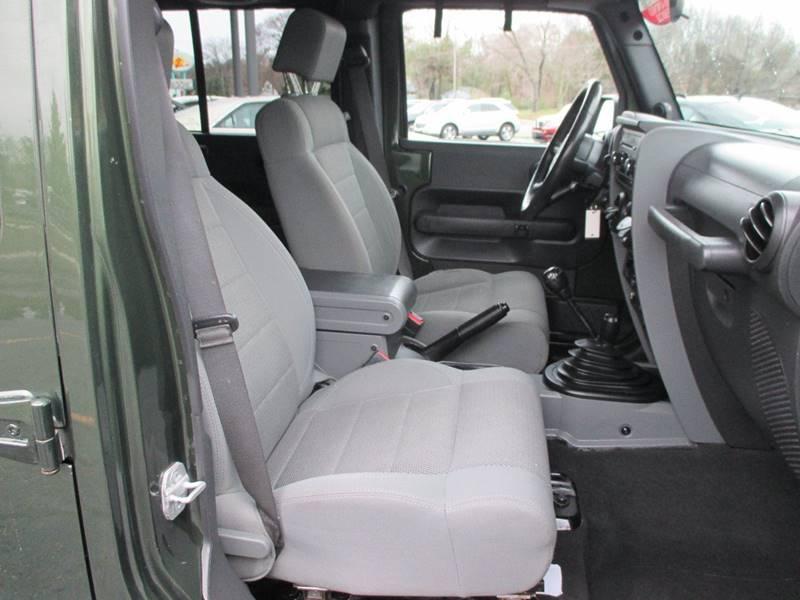 2007 Jeep Wrangler Unlimited 4x4 Sahara 4dr SUV - Holland MI