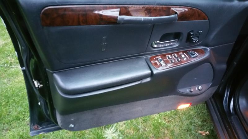 2000 Lincoln Town Car Signature 4dr Sedan - Akron OH