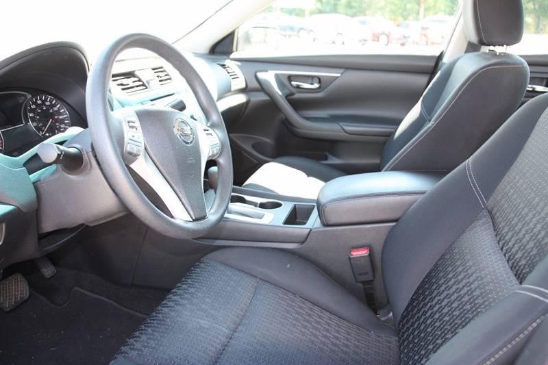 2016 Nissan Altima 2.5 4dr Sedan - Clarksville TN