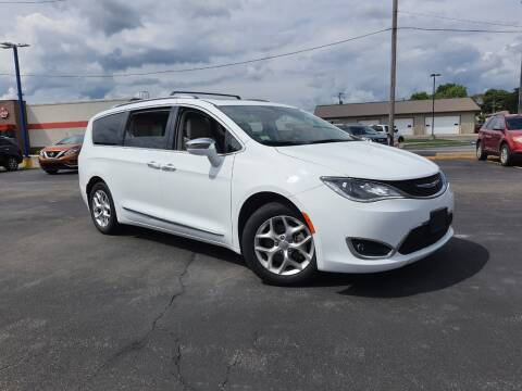 2019 Chrysler Pacifica for sale at CITY SELECT MOTORS in Galesburg IL