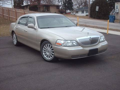 2004 Lincoln Town Car for sale at Car Mas Broadway in Crest Hill IL