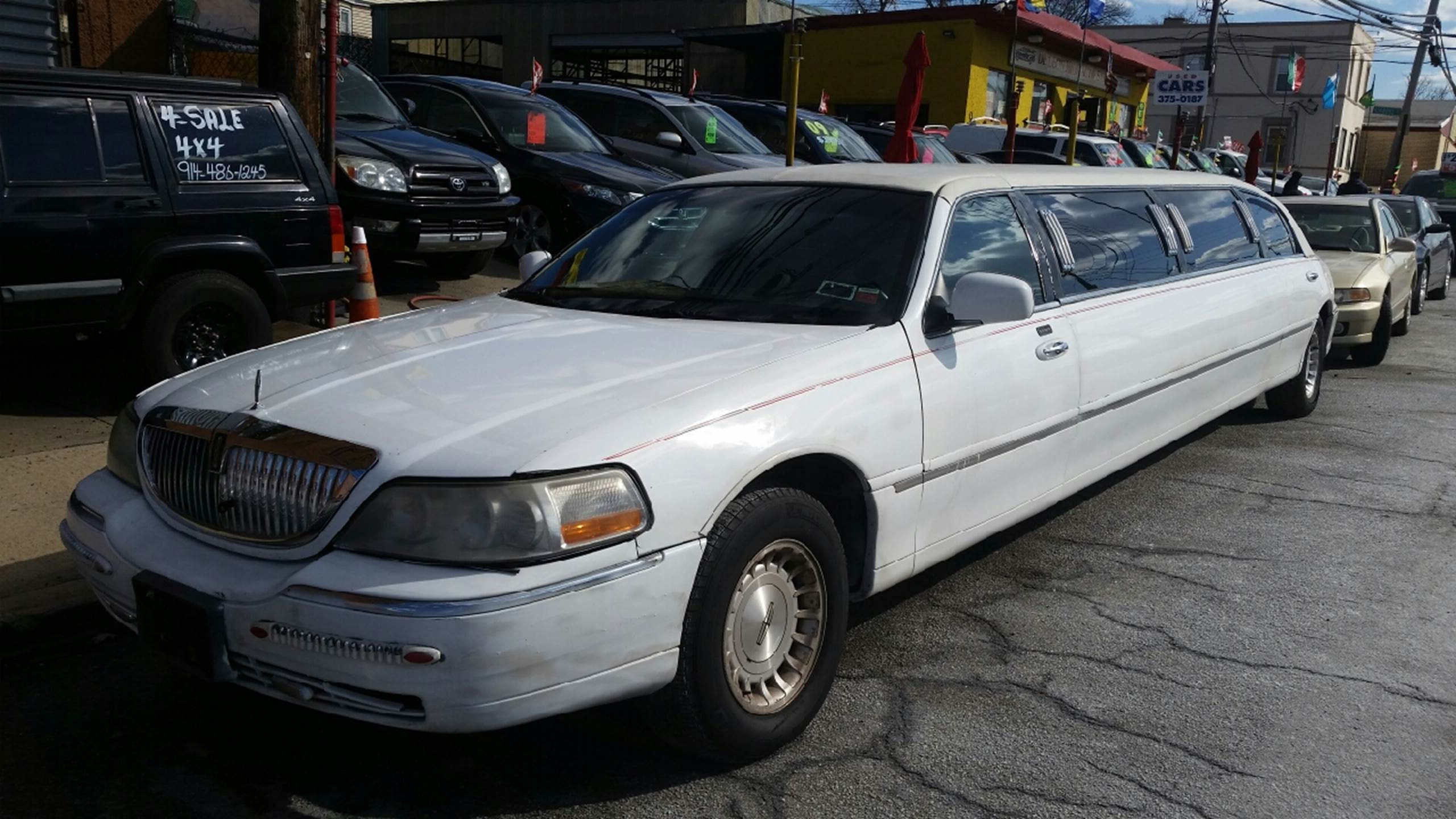 lincoln town car for sale in yonkers ny. Black Bedroom Furniture Sets. Home Design Ideas