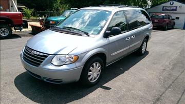 2005 Chrysler Town and Country for sale in Cleveland, OH