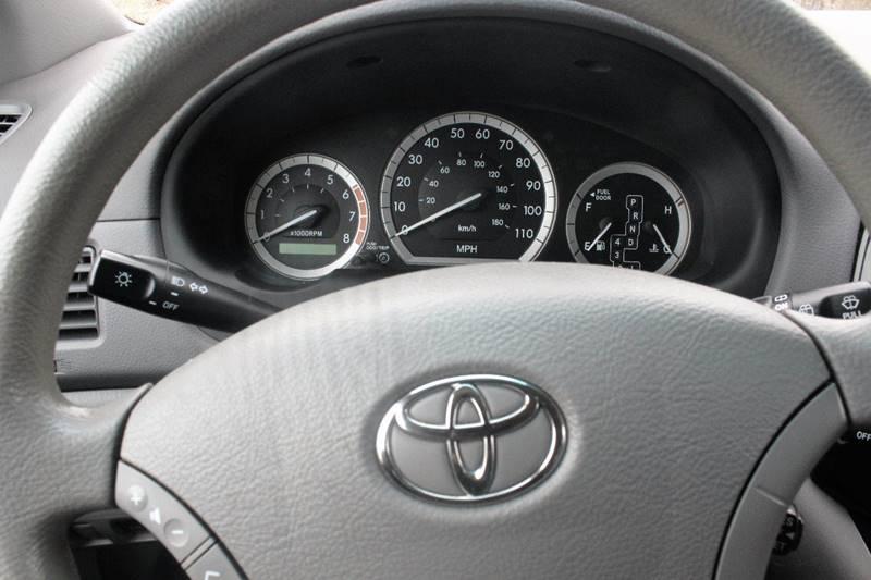 2004 Toyota Sienna LE 7-Passenger 4dr Mini-Van - Crest Hill IL