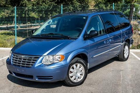 2007 Chrysler Town and Country for sale in Reseda, CA
