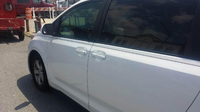 2014 Toyota Sienna LE 8-Passenger 4dr Mini-Van - Brooklyn NY