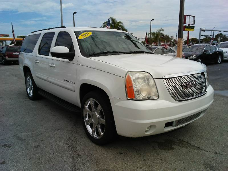 2007 GMC YUKON XL SLE 1500 4DR SUV white all of our vehicles are clean titles financing is avail