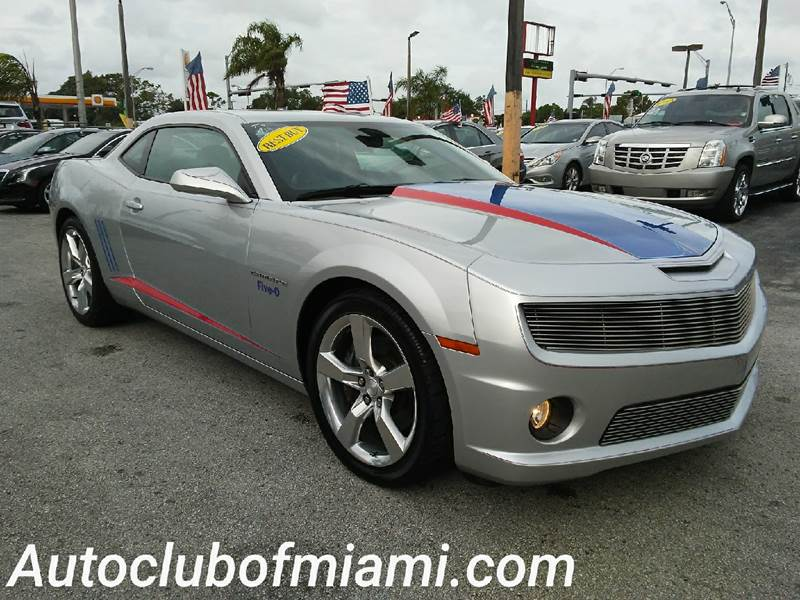 2011 CHEVROLET CAMARO SS 2DR COUPE W2SS silver this camaro looks spectacular v8 20-inch whe