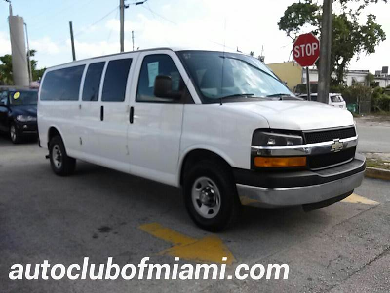 2013 CHEVROLET EXPRESS PASSENGER LT 3500 3DR EXTENDED PASSENGER V white all of our vehicles are c