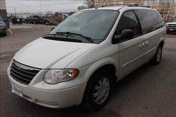 2007 Chrysler Town and Country for sale in Mason City, IA