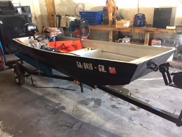 2000 JON BOAT ALUMINUM black 12 ft jon boat brand new coleman 26 hp motor has not been broken in