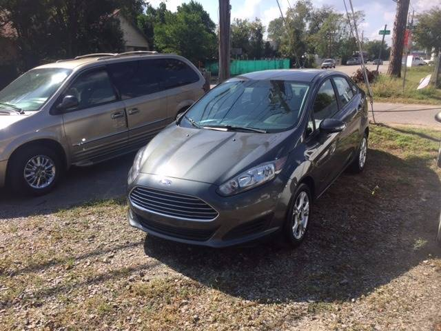 2015 FORD FIESTA SE 4DR SEDAN gray 2015 nice gas saver very clean we finance headlight bezel colo