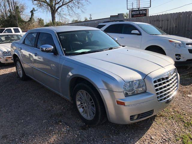 2010 CHRYSLER 300 TOURING 4DR SEDAN silver nice 35 runs great   we finance bo