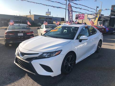 2019 Toyota Camry for sale at DYNAMIC CARS in Baltimore MD