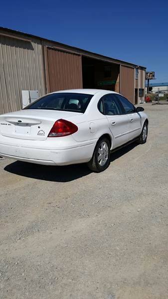 ford taurus 2007 tire size