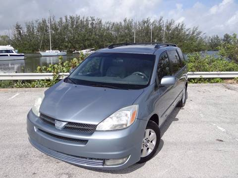 2004 Toyota Sienna for sale in Hollywood, FL