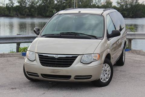 2007 Chrysler Town and Country for sale in Hollywood, FL