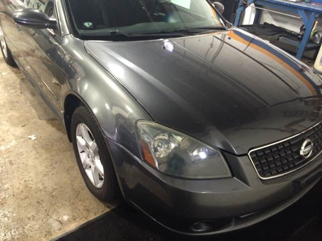 2005 Nissan Altima for sale at RIVER AUTO SALES CORP in Maywood IL