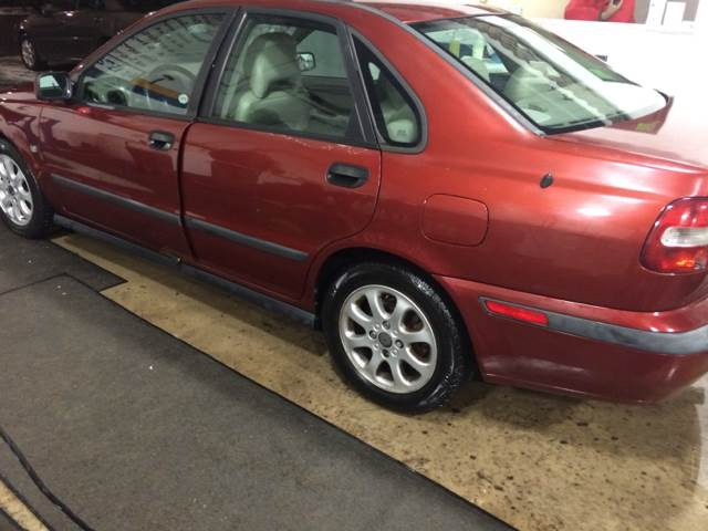 2002 Volvo S40 for sale at RIVER AUTO SALES CORP in Maywood IL