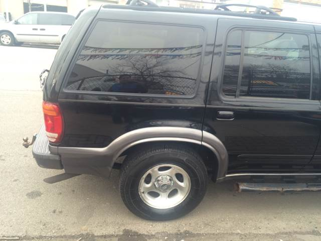 2000 Ford Explorer for sale at RIVER AUTO SALES CORP in Maywood IL