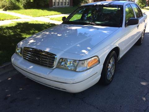 2004 Ford Crown Victoria for sale at RIVER AUTO SALES CORP in Maywood IL