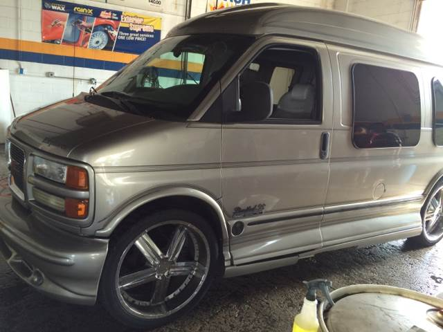 2001 GMC Savana Passenger for sale at RIVER AUTO SALES CORP in Maywood IL