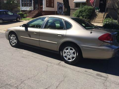 2005 Ford Taurus for sale at RIVER AUTO SALES CORP in Maywood IL