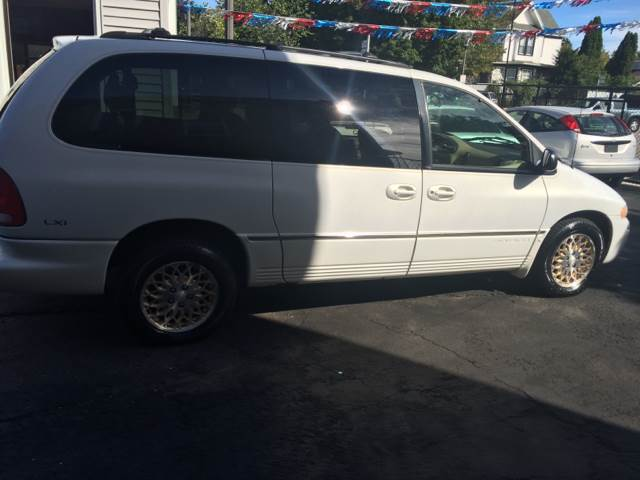 1998 Chrysler Town and Country for sale at RIVER AUTO SALES CORP in Maywood IL