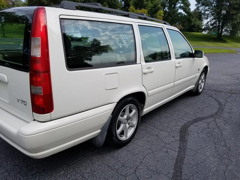 2000 Volvo V70 4dr Wagon - Heath OH