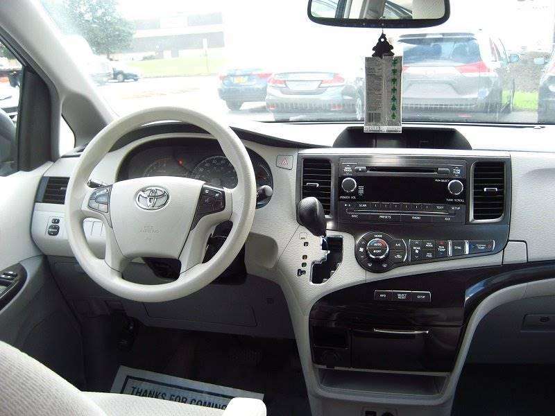 2014 Toyota Sienna LE 8-Passenger 4dr Mini-Van - Rochester NY