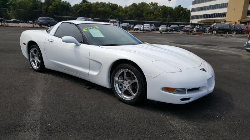 2004 CHEVROLET CORVETTE BASE 2DR COUPE white air conditioning power windows power locks power
