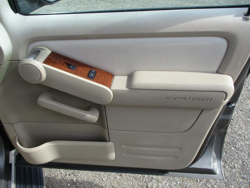 2006 Ford Explorer Eddie Bauer 4dr SUV w/V6 - Creve Coeur IL