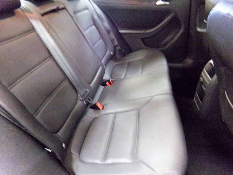 2011 Volkswagen Jetta SE 4dr Sedan 6A w/ Conv. and Sunroof - Cockeysville MD