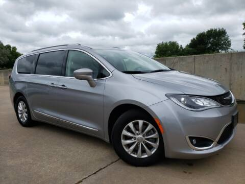 2019 Chrysler Pacifica for sale at BOB HART CHEVROLET in Vinita OK