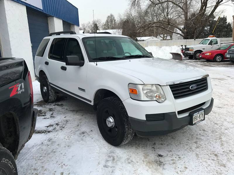 2006 Ford Explorer XLS 4dr SUV 4WD - Crystal MN