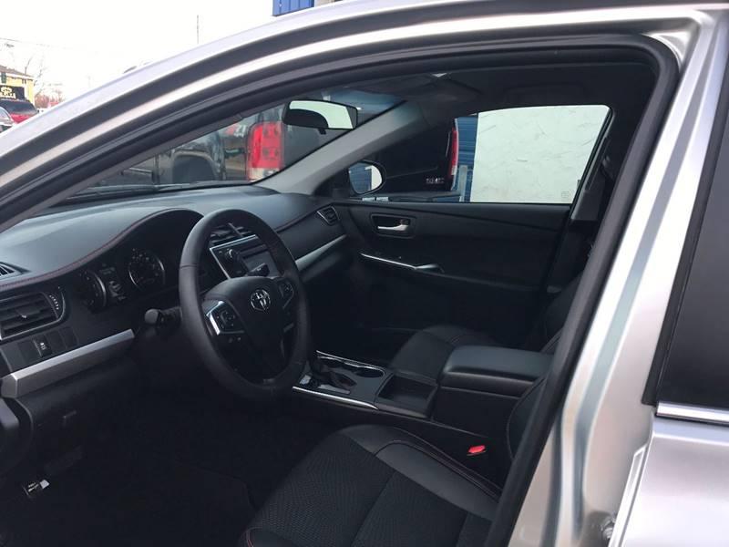 2016 Toyota Camry SE 4dr Sedan - Crystal MN