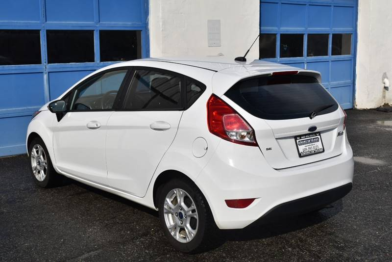 2016 Ford Fiesta SE 4dr Hatchback full