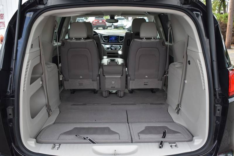 2017 Chrysler Pacifica Touring L Plus 4dr Mini Van full