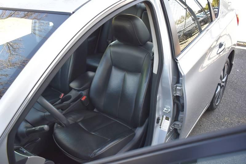 2017 Nissan Sentra SL 4dr Sedan full