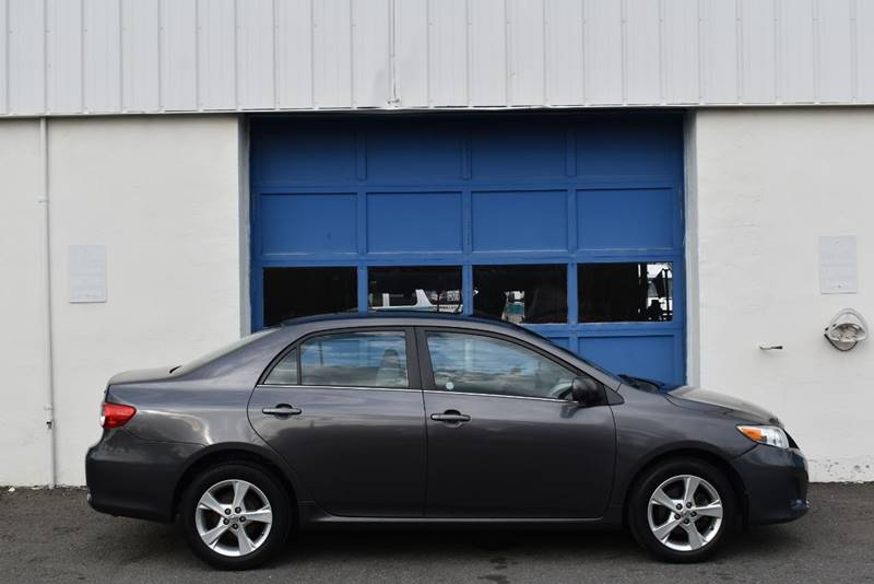 2013 Toyota Corolla LE 4dr Sedan 4A full