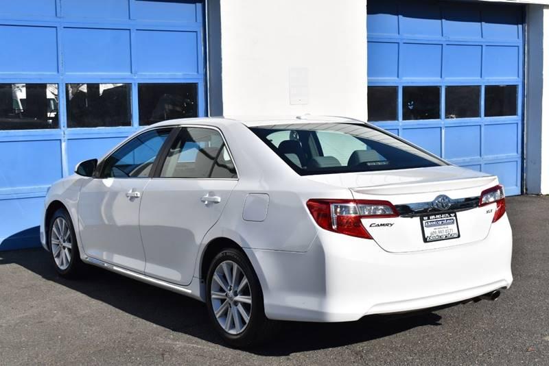 2012 Toyota Camry XLE 4dr Sedan full