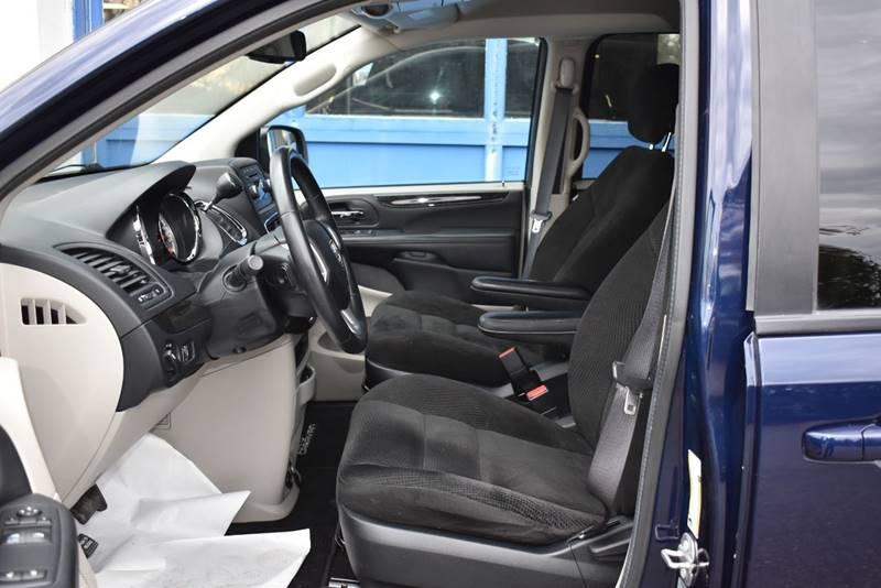2017 Dodge Grand Caravan SE 4dr Mini Van full