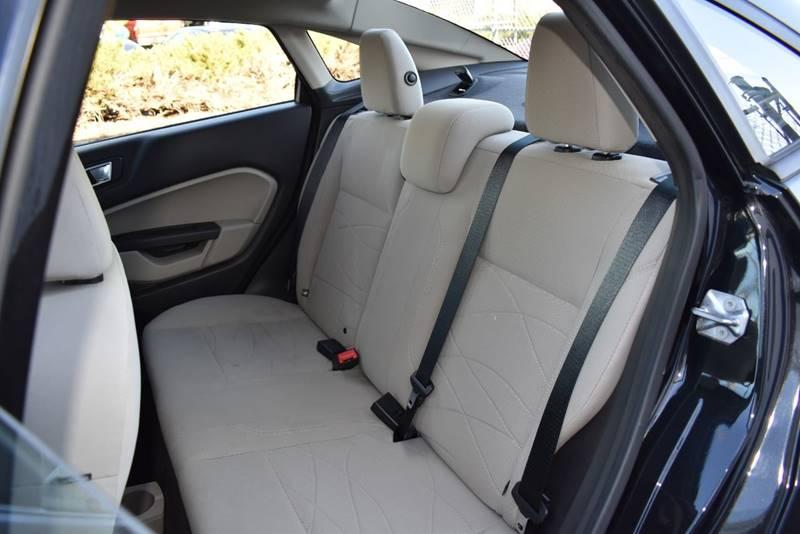2014 Ford Fiesta SE 4dr Sedan full