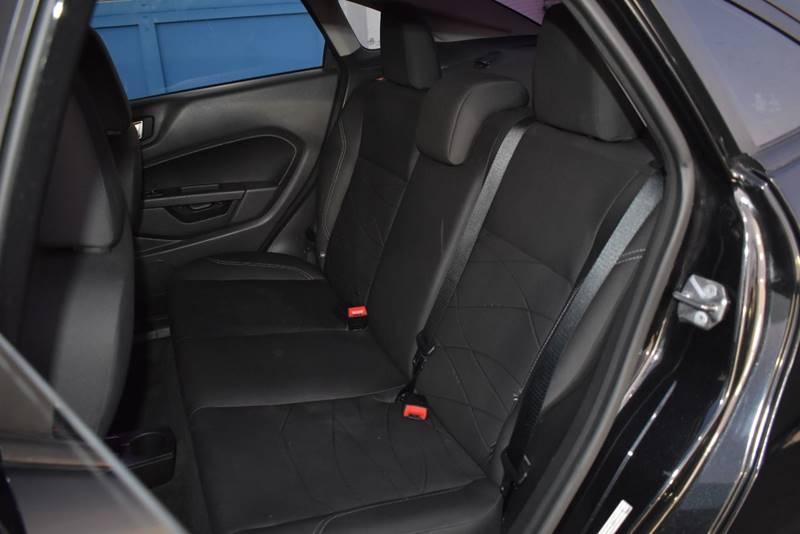2015 Ford Fiesta SE 4dr Sedan full
