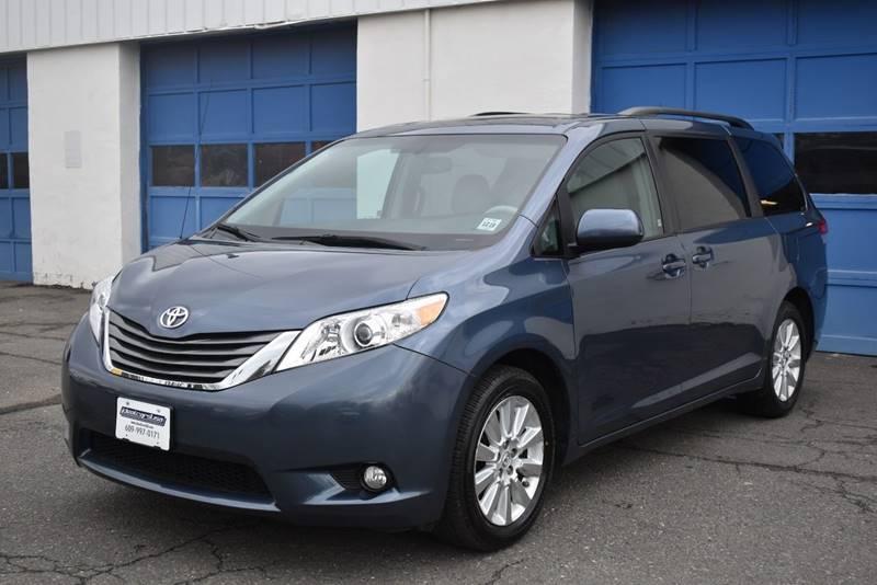 2014 Toyota Sienna XLE 7 Passenger AWD 4dr Mini Van full