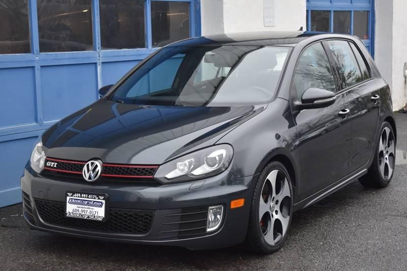 2011 Volkswagen GTI Base PZEV 4dr Hatchback 6M w/ Sunroof and Navigation full