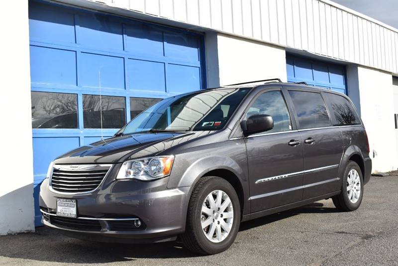 2016 Chrysler Town and Country Touring 4dr Mini Van