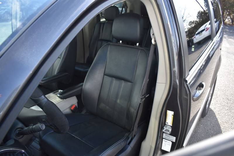 2016 Chrysler Town and Country Touring 4dr Mini Van full