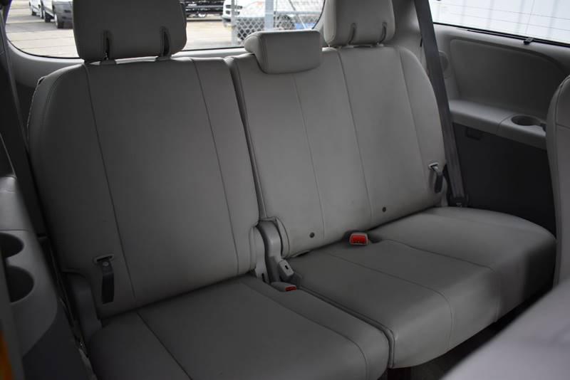 2011 Toyota Sienna XLE 7 Passenger AWD 4dr Mini Van full